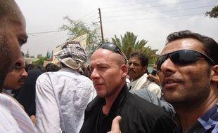 Jean-François Mercier, au centre,en pleine négociation, au Yémen.