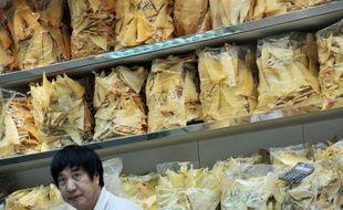 Les hôtels Shangri-La, basés à Hong Kong, vont bannir de leurs restaurants les ailerons de requin, mets particulièrement prisé en Asie mais cible de vives critiques des défenseurs de l'environnement qui ont déjà rallié plusieurs enseignes à leur cause dans la région.