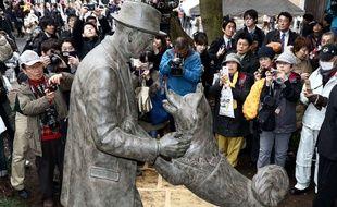 L'attachement que le chien japonais Hachikô a manifesté pour son maître, le professeur Eisabura Ueno, est devenu un symbole national.