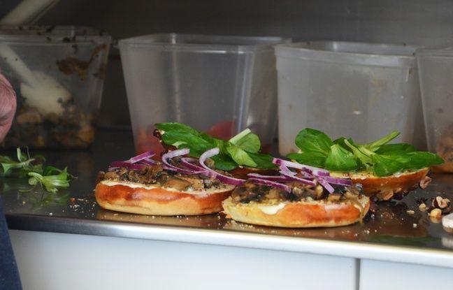 Les ingrédients du Childhood : Beaufort, oignons rouges, mâche, steak, ail, persil, moutarde à l'ancienne...