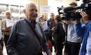 Saint-Etienne, le 22 septembre 2015. Jean Mercier, accusé d'avoir aidé sa femme à se suicider en novembre 2011, à son arrivée au tribunal correctionnel. AFP PHOTO / PHILIPPE DESMAZES