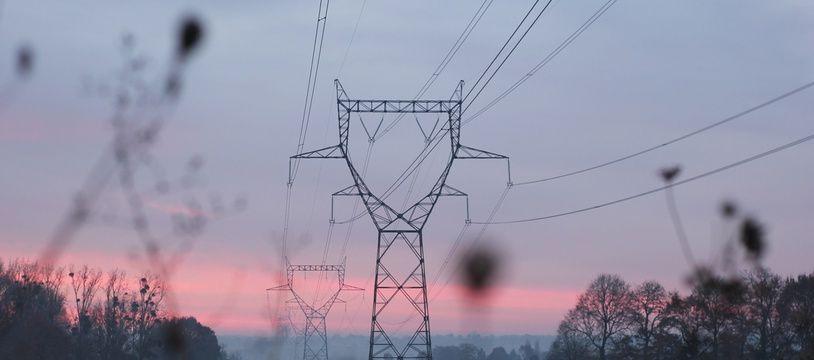 Illustration d'un réseau électrique en hiver, ici dans la région de Rennes.