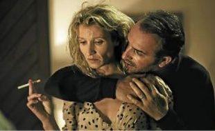 Alexandra Lamy et Jean Dujardin incarnent un couple au bord de la crise.
