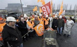 """Le groupe sidérurgique ArcelorMittal a affirmé mardi avoir trouvé """"une solution"""" pour 454 salariés de l'usine de Gandrange (Moselle), soit près de 80% des personnes touchées par les suppressions d'emploi décidées par le groupe en 2008."""