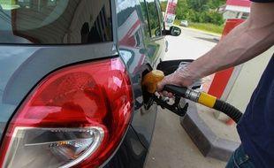 La baisse de la production pétrolière des pays membres de l'Opep devrait entraîner une hausse des prix à la pompe.