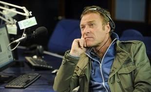 Christophe Hondelatte dans les studios de la radio RCN, connue pour son émission nocturne de fait-divers, dans le cadre du tournage à Bogota de «Passeport pour le crime».