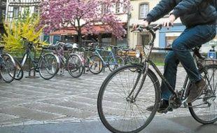 Selon une enquête, l'utilisation d'un vélo revient à 300€ par an, contre 5500€ pour une voiture.