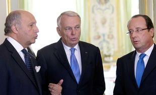 Laurent Fabius, Jean-Marc Ayrault et François Hollande le 11 février 2016 à Paris.