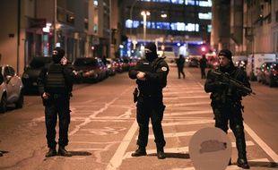 Police. Rue où vient d'être  abattu le tireur du marché de Noël de Strasbourg. Strasbourg le 13 12 2018.