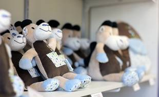 Les peluches fabriquées par l'atelier Maïlou Tradition à Châteaubourg, près de Rennes, qui cultive le Made in France.