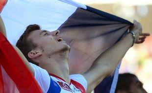 Christophe Lemaitre a conservé au forceps son titre du 100 m aux Championnats d'Europe d'athlétisme, aux dépens de son compatriote Jimmy Vicaut (10.09 contre 10.12), jeudi à Helsinki lors d'une 2e journée qui a également sacré Eloyse Lesueur à la longueur (6,81 m).