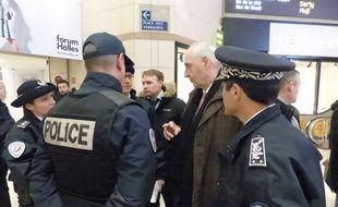 Michel Cadot, préfet de police de Paris, est venu constater le dispositif de sécurité en place aux Halles, ce mercredi 23 mars, au lendemain des attentats à Bruxelles.