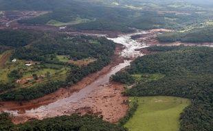 La rupture d'un barrage minier au Brésil a fait au moins 34 morts.