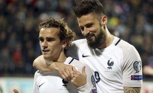 Antoine Griezmann et Olivier Giroud célèbrent un but lors du match Luxembourg-France le 25 mars 2018.