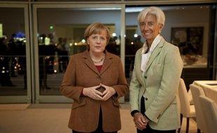 """La directrice générale du FMI Christine Lagarde a estimé lundi à Berlin que les Etats de la zone euro devaient se doter d'un """"pare-feu plus vaste"""" contre la crise, sans convaincre la chancelière allemande qui a répété son opposition."""