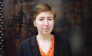 Caroline de Haas, ancienne conseillère de la ministre du Droit des femmes Najat Vallaud Belkacem (jusqu'en mai 2013), photographiée dans son bureau proche de la gare du Nord à Paris en 2017.