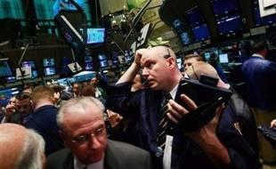 """La faillite de la banque américaine Lehman Brothers marque l'accélération d'une crise financière mondiale, née en 2007 aux Etats-Unis avec l'effondrement du marché des prêts immobiliers à risques (""""subprime""""), qui va ravager l'économie internationale."""