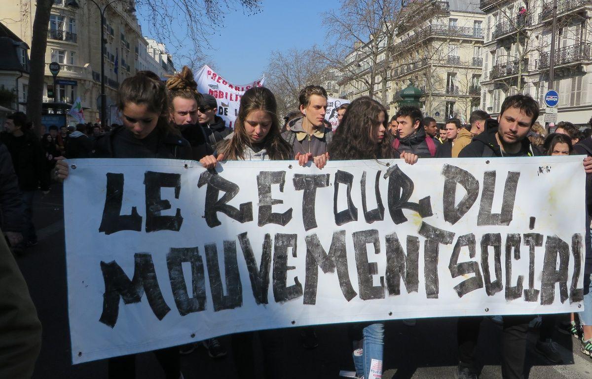 Des lycéens et de étudiants manifestent à Paris contre la loi El Khomri, le 17 mars 2016. – L. Cometti  / 20 Minutes