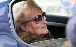 L'épouse de l'ancien président de la République Jacques Chirac, Bernadette Chirac, en voiture.