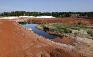 """Des """"boues rouges"""", issues des résidus de bauxite, près de Gardanne, dans les Bouches-du-Rhône, le 8 octobre 2010"""