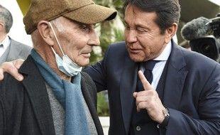 Jean-Claude Suaudeau et le président Kita, samedi, à l'inauguration de la statue d'Henri Michel.