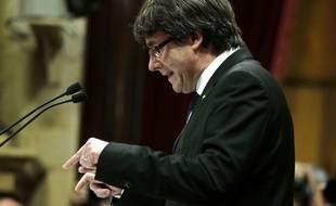 Le président régional de la Catalogne, Carles Puigdemont, prononce un discours devant le Parlement le 10 octobre 2017.