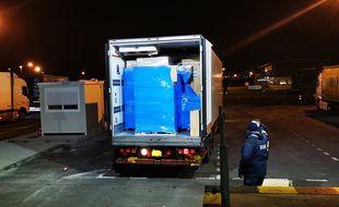 Les douaniers ont découvert 8 tonnes de cigarettes de contrebande dans un camion.