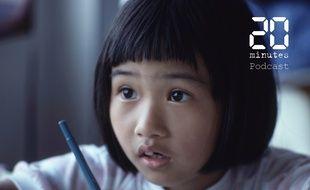 Illustration d'une enfant tenant un stylo