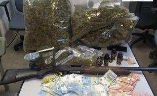 La Bac de Bayonne a arrêté trois personnes suspectées d'être impliquées dans un trafic de stupéfiants.