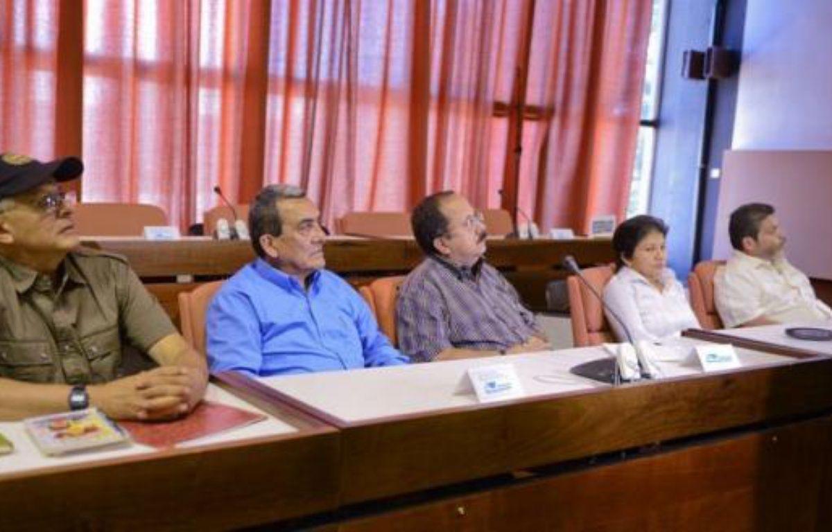 L'instauration d'un cessez-le feu en Colombie, que la guérilla des Farc a proposé jeudi de sceller au début des négociations de paix en octobre, reste une option très improbable pour le gouvernement, déterminé à ne pas relâcher la pression. – Adalberto Roque afp.com