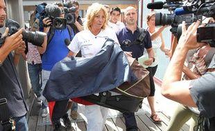 Une infirmiere ramène dans un couffin le nourisson qui avait été enlevé dans la nuit, le 28 aout 2012 à l'hopital Saint Joseph de Marseille.
