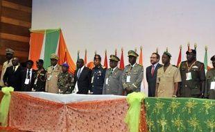 La levée des sanctions de l'Afrique de l'Ouest contre la junte au pouvoir depuis le 22 mars à Bamako pourrait intervenir prochainement au Mali, ce qui ne résoudra pas la situation dans le nord conquis par la rébellion touareg et des islamistes, lesquels ont pris de force des Algériens à Gao jeudi