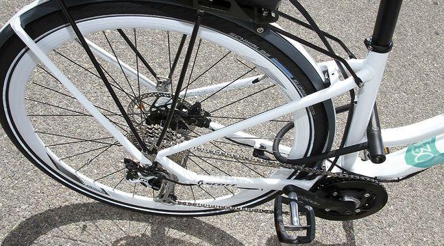 Un petit vélo électrique bientôt vendu chez Carrefour, mais sans pédales