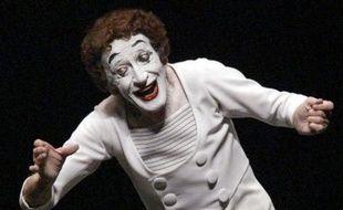 """C'est en 1947 que Marceau avait créé Bip, ce Pierrot du XXe siècle, en proie aux difficultés du monde moderne, dont Jean Cocteau disait :""""Il entre chez nous sur ses pieds de voleur avec le terrible sans-gêne du clair de lune""""."""