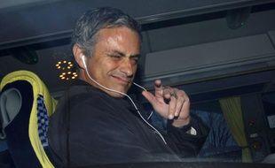 Le Portugais José Mourinho, arrivant à l'aéroport de Manchester le 9 mars 2009.
