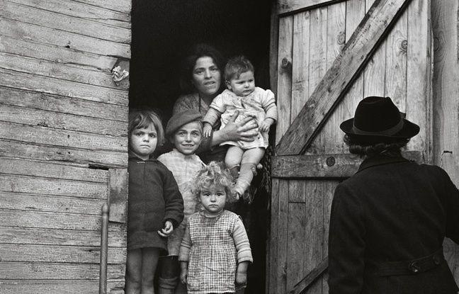 Visite de l'infirmière, Toulouse, France, 1939, de Germaine Chaumel.