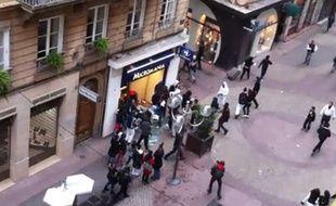 Scène de pillage à Lyon le 19 octobre 2010, en marge de la mobilisation contre la réforme des retraites.