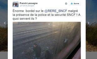 Dans un tweet, un usager du RER E signale que des voyageurs sont descendus sur les voies du RER E, au niveau de Pantin (Seine-Saint-Denis), le 16 février 2016.