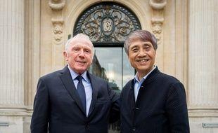 François Pinault et Tadao Ando devant la Bourse de commerce à Paris