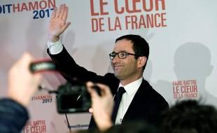 Benoît Hamon fête sa première place le 22 janvier