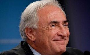 """Le socialiste Dominique Strauss-Kahn fait la Une de l'édition européenne du magazine américain Newsweek, pour qui le directeur général du Fonds monétaire international (FMI) """"est prêt à diriger la France""""."""