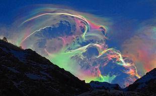 Un randonneur a immortalisé un magnifique nuage iridescent au-dessus du cirque de Gavarnie.