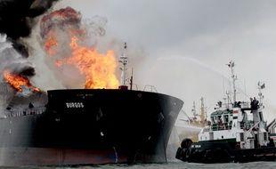 Un tanker en feu dans le golfe du Mexique, le 24 septembre 2016.
