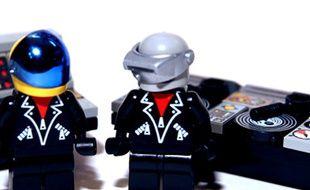 Le projet de jouet à l'effigie de Daft Punk a récolté, en juin 2015, 10.000 votes sur Lego Ideas.