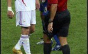 """En marquant le 1er but sur penalty, """"ZZ"""" devient, pour son dernier match, le quatrième joueur de l'histoire à marquer dans deux finales de Coupe du monde."""