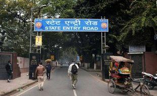 a police indienne recherche six suspects jeudi dans l'enquête sur le viol mardi soir d'une touriste danoise dans le centre de New Delhi, deux sans domicile fixe ayant déjà été interpellés dans cette nouvelle affaire de violence sexuelle.