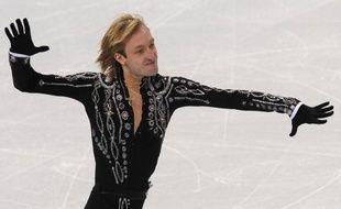 Le Russe Evgeni Plushenko, champion olympique 2006 et deux fois médaillé d'argent (2002, 2010), va reprendre la compétition en décembre, a annoncé dimanche à l'AFP son entraîneur Alexi Mishin.