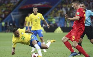 Neymar face à Thomas Meunier lors du quart de finale Brésil-Belgique, le 6 juillet 2018.