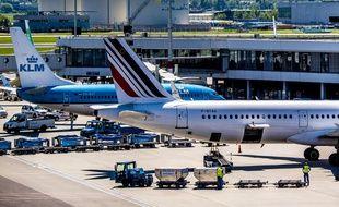 Deux avions Air France-KLM sur le tarmac de Schiphol, aux Pays-Bas.