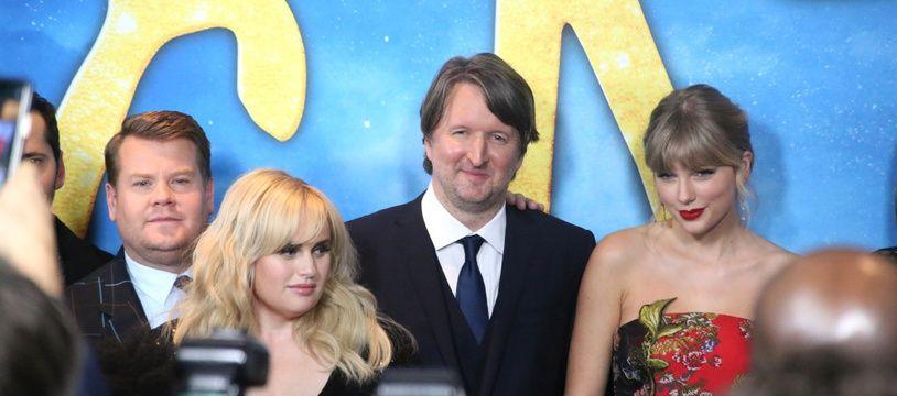 Le réalisateur Tom Hooper entouré du casting de Cats